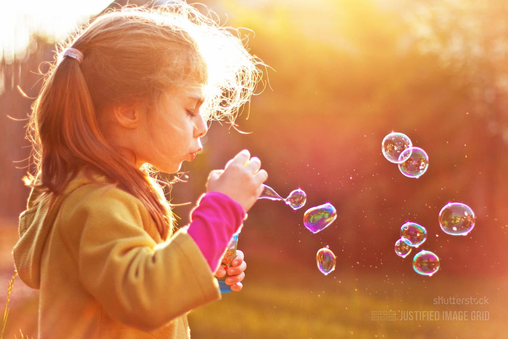 Фото детей в мыльных пузырях