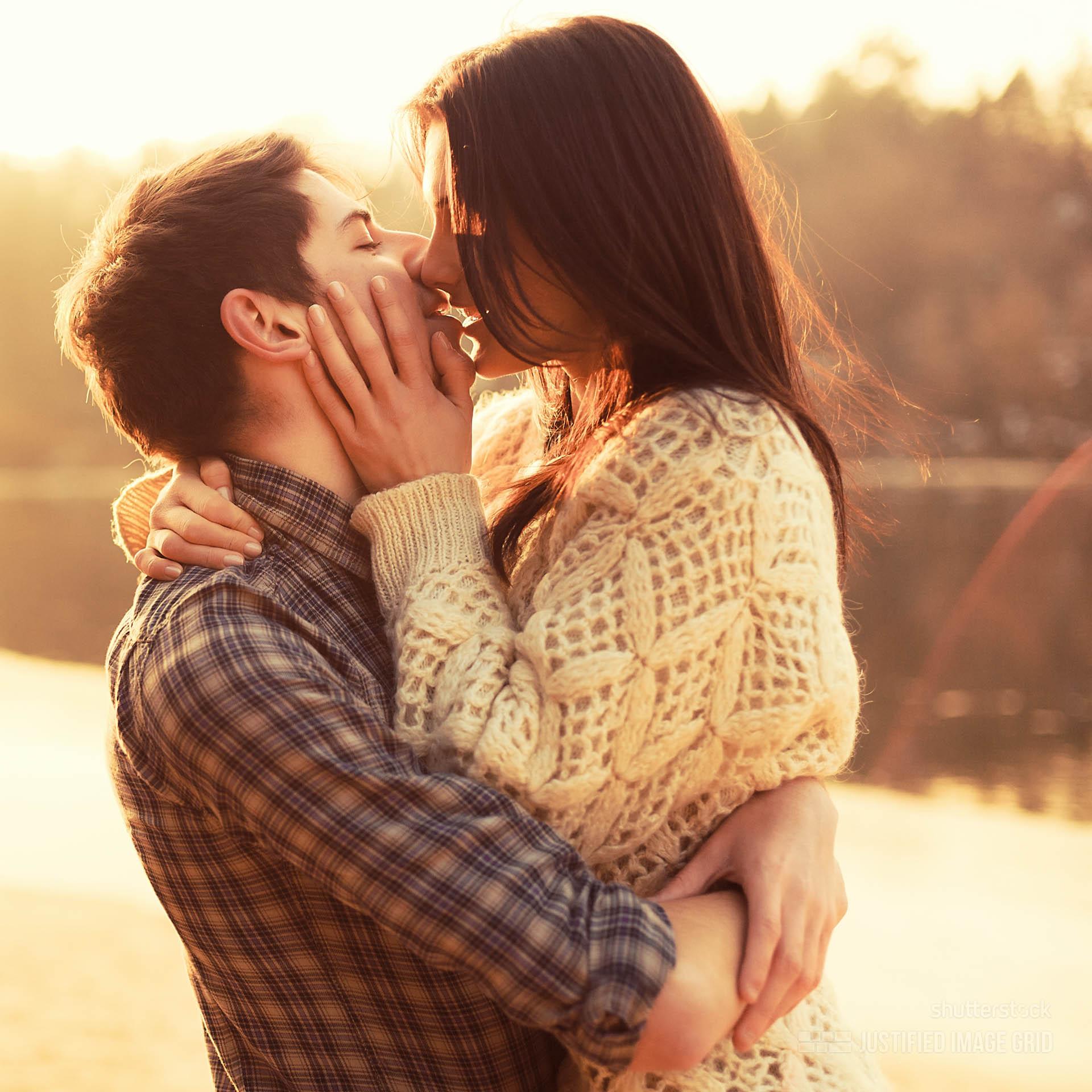 Most Romantic Bedroom Kisses how to kiss a boy smugg bugg most romantic bedroom kisses ~ cryp